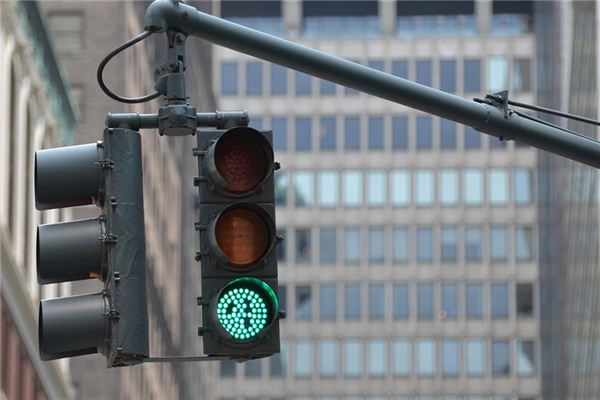The meaning and symbol of Green light in dream
