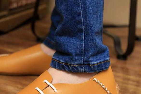 The meaning and symbol of Buy shoes without paying in dream
