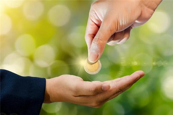 The meaning and symbol of Others give me money in dream
