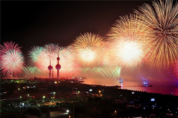 The meaning and symbol of Fireworks in dream