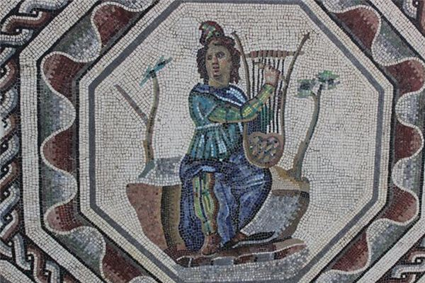The meaning and symbol of Lyre in dream