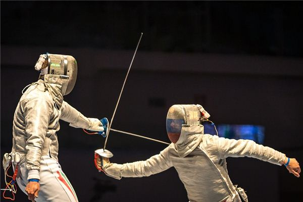 What is the meaning and symbol of fencing in the dream?