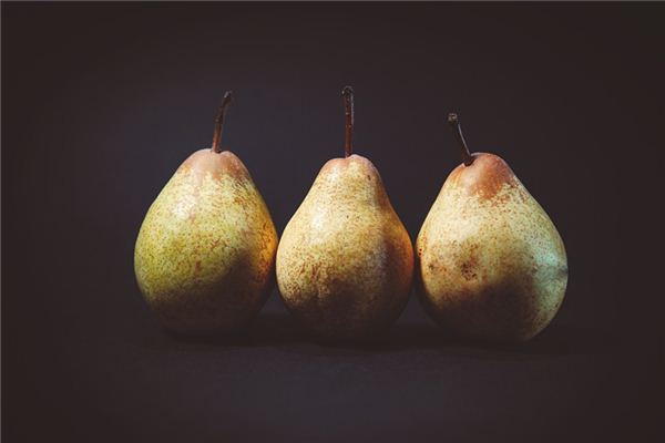 The meaning and symbol of eating pears in dreams