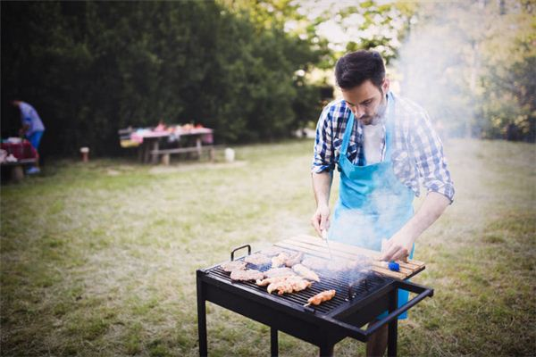 The meaning and symbol of oiling on barbecue in dreams