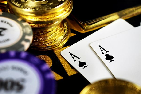 The meaning and symbol of losing money by playing cards in dreams