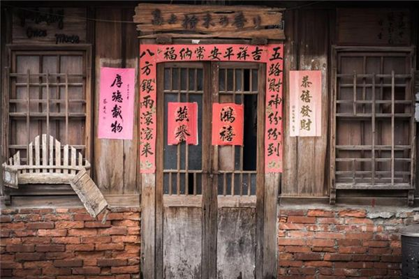 The meaning and symbol of pasting spring couplets in dreams