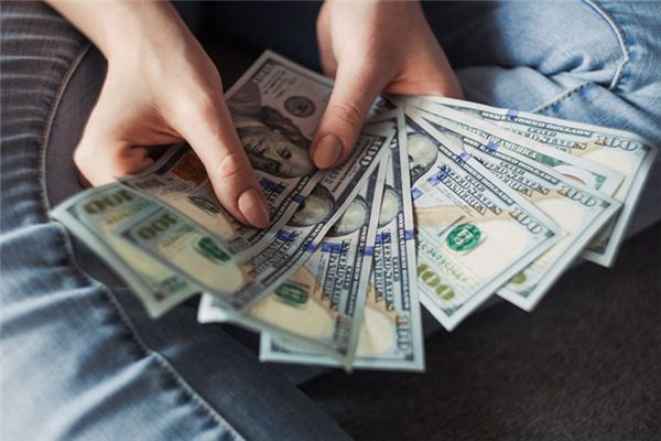 The meaning and symbol of picking up fake money in dreams