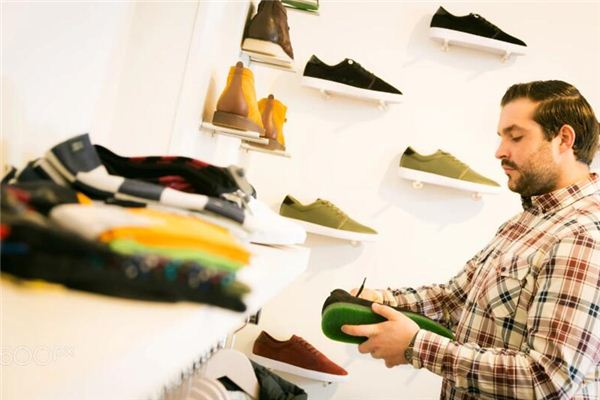The meaning and symbol of boyfriend buying shoes in his dream